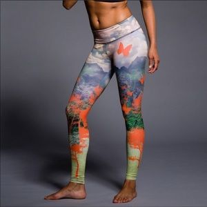 Onzie Free Fly Butterfly Graphic Leggings
